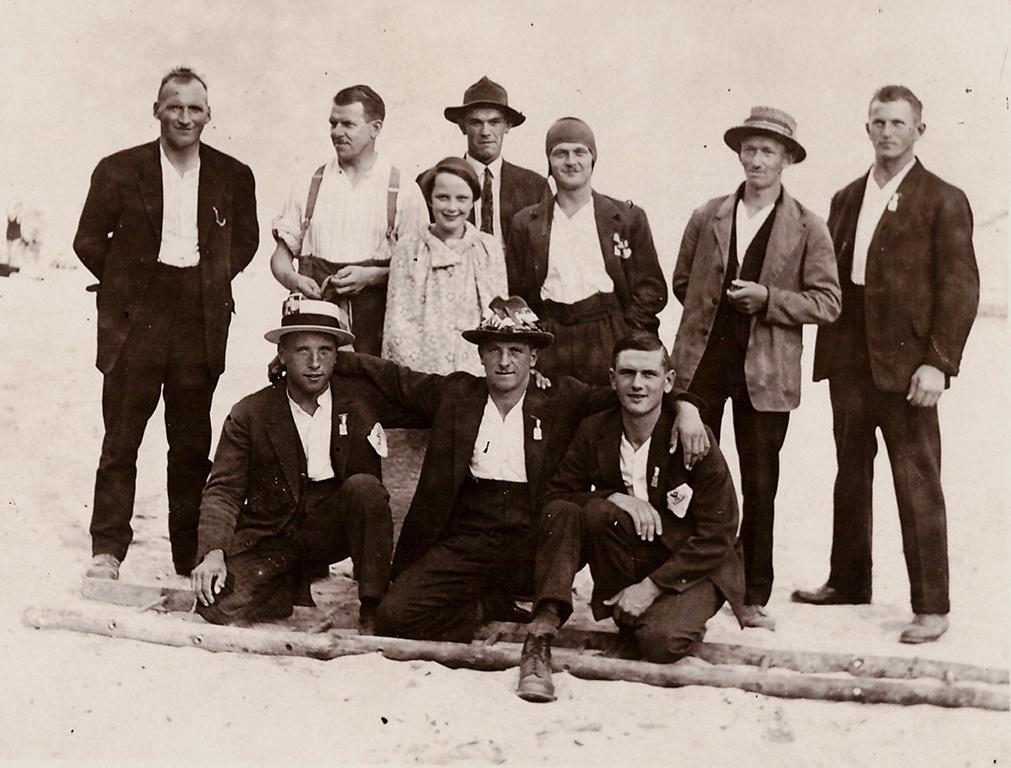 Gruppenfoto der brüttemer Schützen anlässlich des Eidg. Schützenfestes in Belinzona im Jahr 1929.